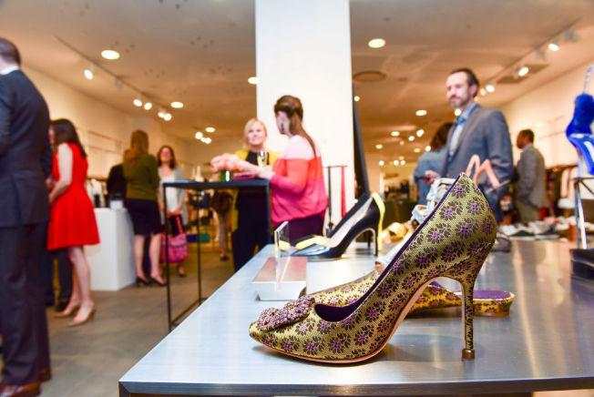 不論如何精美的高檔鞋子,鞋底也會沾到大量細菌。(Getty Images)