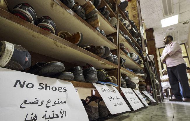 某些文化習俗要求室內不穿鞋。(Getty Images)