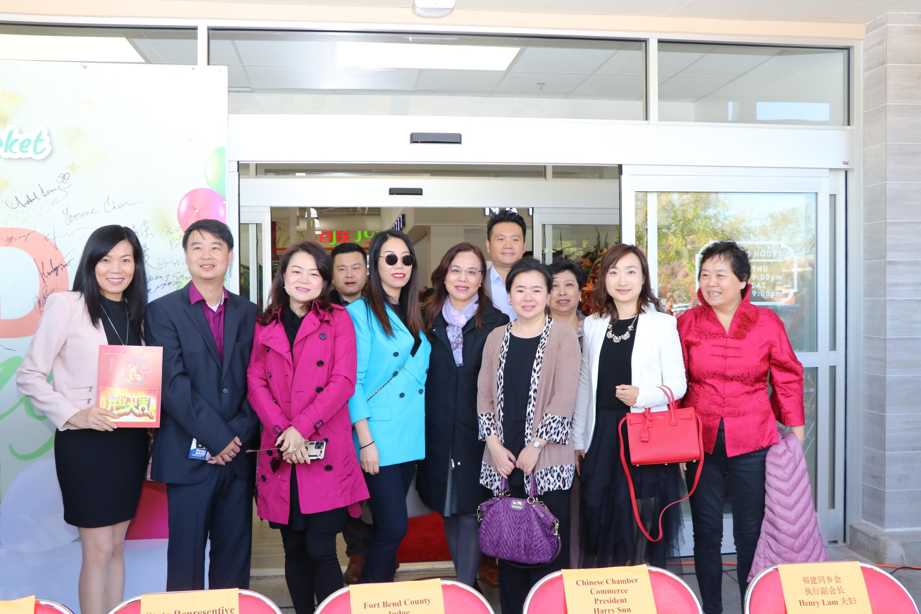 百佳超市總經理Ken(左二)與到訪嘉賓。