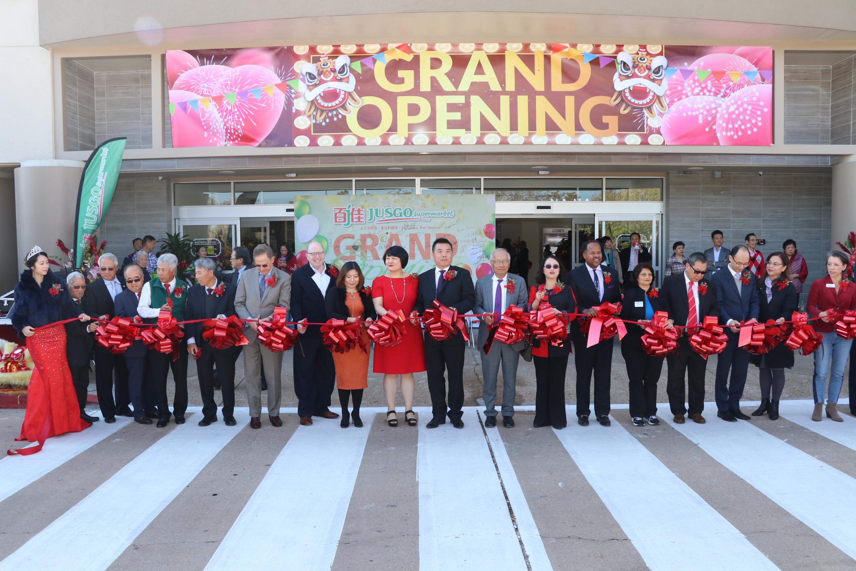 嘉賓共同為百佳超市糖城店開幕剪綵。