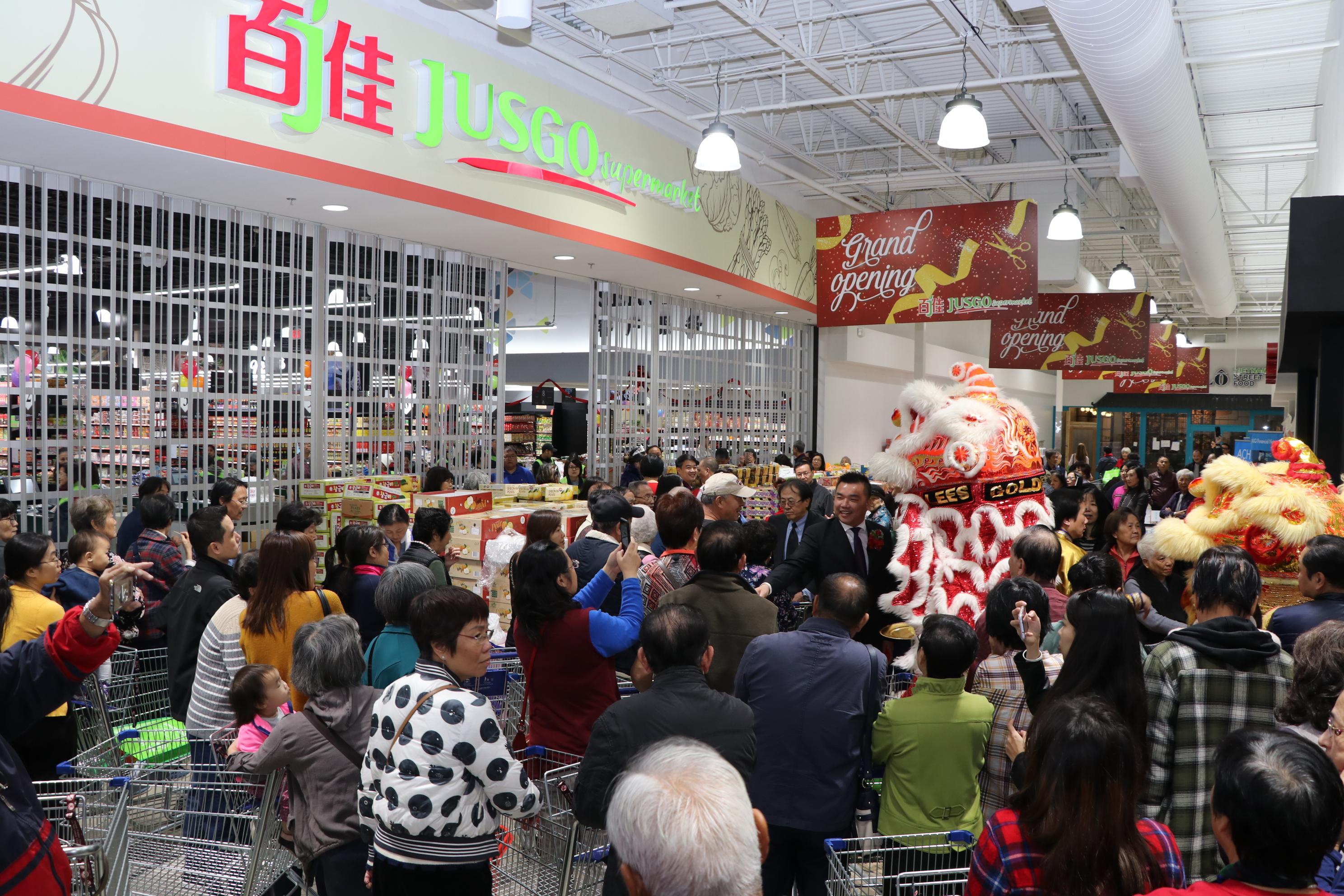 開幕當天現場擠滿了購物人潮。