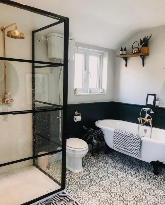 洗手間最好有窗戶,利於空氣流通。(INS圖片)