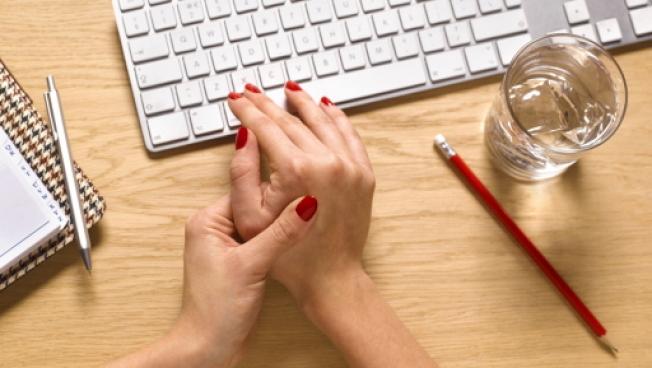 類風濕關節炎是自體免疫疾病之一,女性發病率約為男性的三至四倍。(Getty Images)
