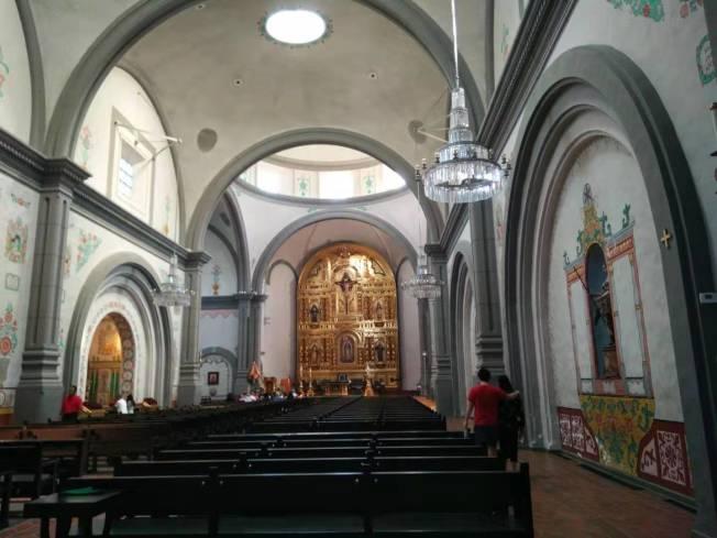 「Mission Basilica San Juan Capistrano」是地震後重建的教堂。(記者王全秀子/攝影)
