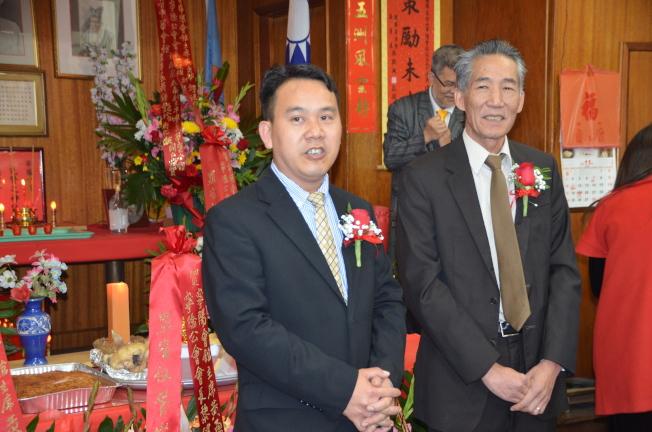 寧陽會館主席黃勇華(左)和副主席譚建昌(右)雙雙連任。(記者王全秀子/攝影)