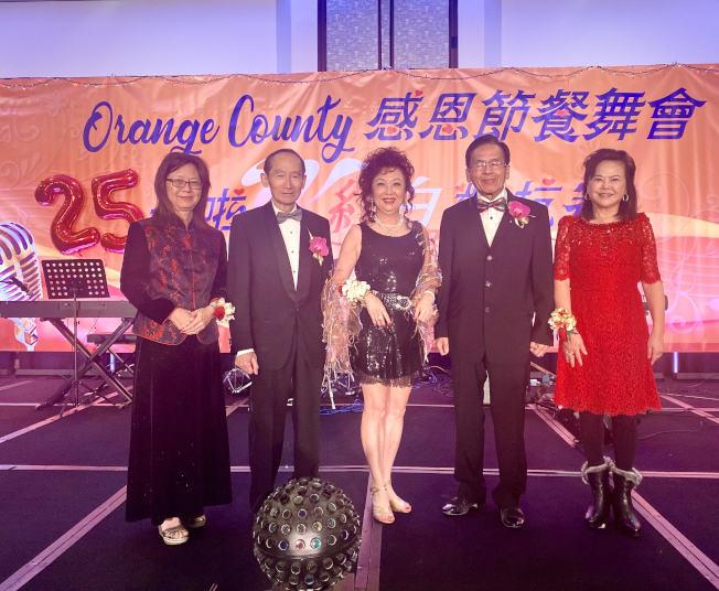 第25屆橙縣卡拉OK紅白對抗賽及感恩節餐舞會。(記者尚穎/攝影)
