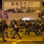 831事件3個月 港再暴亂…示威者丟汽油彈 警催淚彈還擊