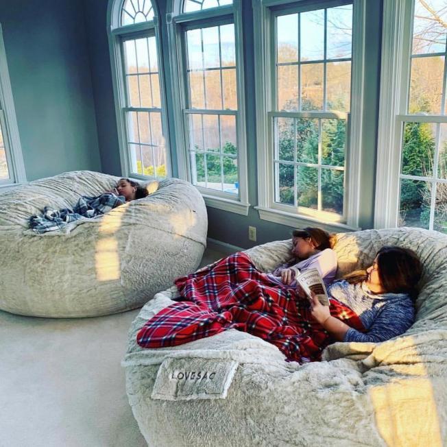 超巨大懶人沙發,就可以在家耍廢。圖/摘自Love Sac網站