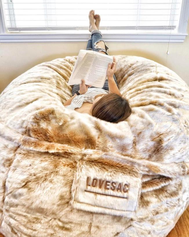 Love Sac推出巨型懶人沙發。圖/摘自Love Sac網站