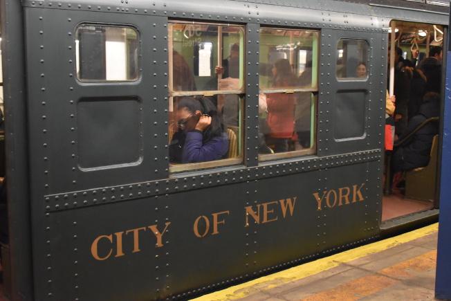 懷舊地鐵的外觀也相當有韻味。(記者顏嘉瑩/攝影)