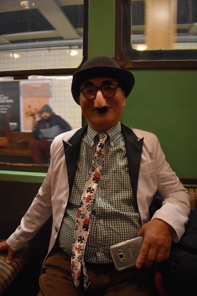 已經70歲的魏Fan和太太、朋友從布碌崙來搭懷舊地鐵。(記者顏嘉瑩/攝影)