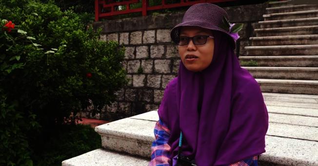 「印傭作家」尤麗(Yuli Riswati)面臨被香港遞解出境的命運。(Youtube截圖)