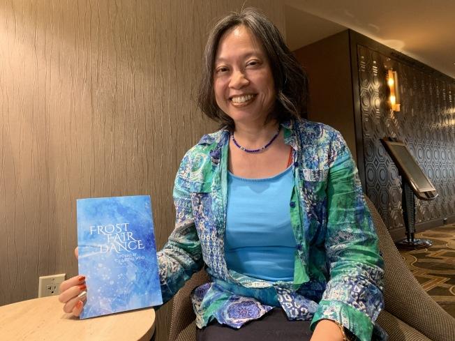 將詩歌與舞蹈相結合,胡倩瑩出詩集「Frost Fair Dance」。(記者劉大琪/攝影)