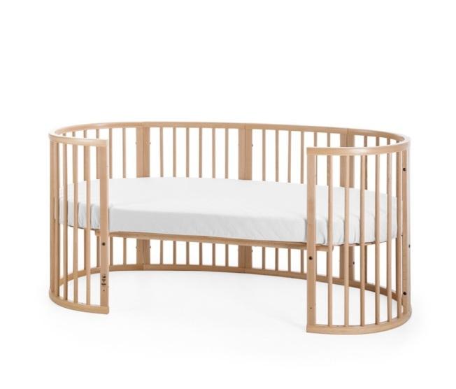 Sleepi嬰兒床可拆卸側欄杆,從嬰兒床變成兒童床。(圖:Stokke提供)