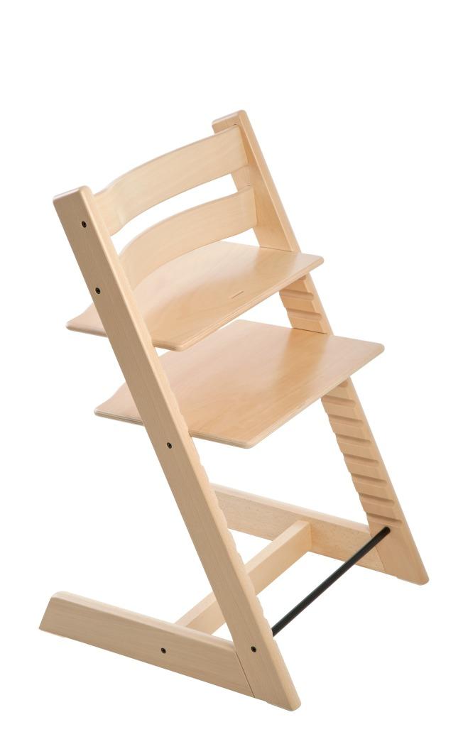 孩子大一點之後可將Tripp Trapp成長椅周圍的護欄取下,並依需求調整高度,讓孩子坐在桌邊與家人一起用餐 。(圖:Stokke提供)