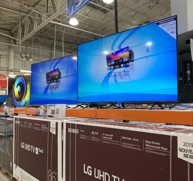 網購星期一及網購周期間,包括彩電在內的大型家電優惠巨大。(記者劉大琪/攝影)