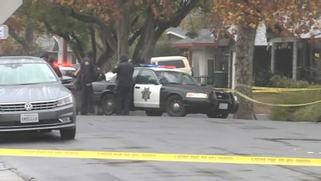 康柯德一名60歲男子持刀攻擊年邁父母遭警方擊斃。(電視新聞截圖)