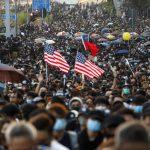 催淚彈vs.磚頭 港人選後首個周日遊行再爆衝突