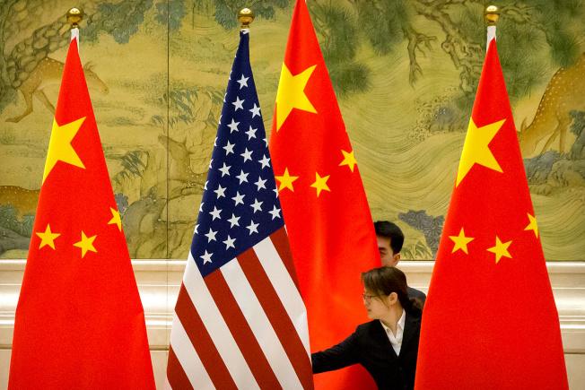 環時引述消息人士稱,中方堅持美國必須撤銷現有關稅,作為首階段貿易協議的一部分,華府官員則抗拒有關要求,因為關稅是他們在貿易戰中唯一的武器。(路透)