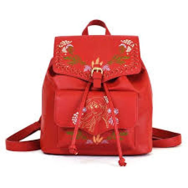 Danielle Nicole以安娜的紅棕髮與民族風服裝特色打造後背包。圖/摘自官網