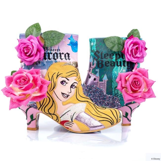 Irregular Choice用睡美人在動畫中的別名「玫瑰」元素裝飾出超華麗的靴子。圖/摘自官網