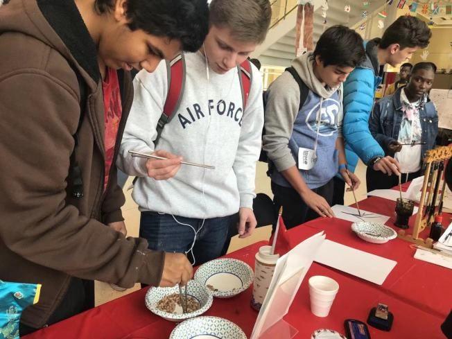 南卡高中國際節 漢語攤位熱鬧