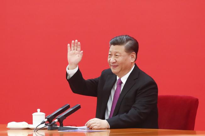 中國國家主席習近平2日對香港表態,批評美國等西方國家干涉香港事務。圖為習近平2日在北京與俄羅斯總統普亨視頻連線,共同見證中俄東線天然氣管道投產通氣儀式。(中新社)