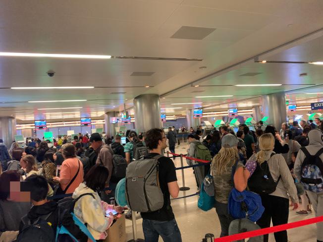 如今在美國海關嚴格審查下被拒事件頻發,日前洛杉磯國際機場再爆兩起華人被拒案例。(讀者提供)