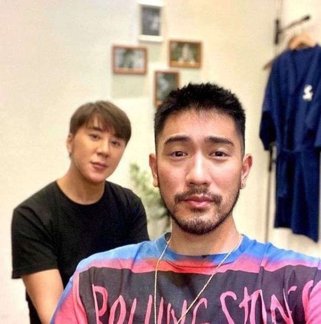 髮型師黃翊軒(左)發文,曝高以翔錄節目前早已顯露擔憂。(取材自Instagram)