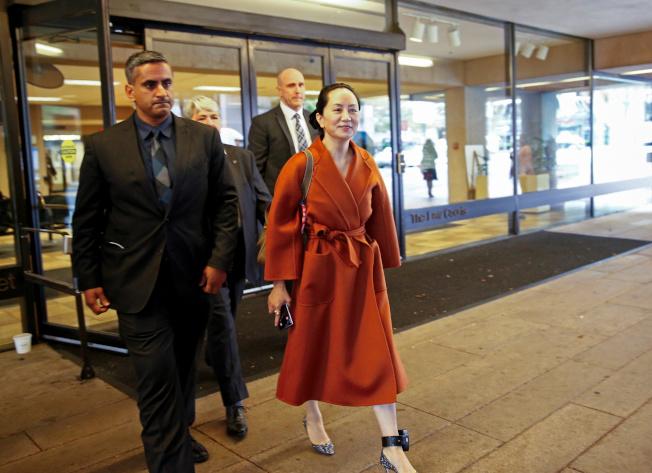 華為財務長孟晚舟(右)今年9月在溫哥華最高法院一項聽證會期間,外出午餐。(路透資料照片)