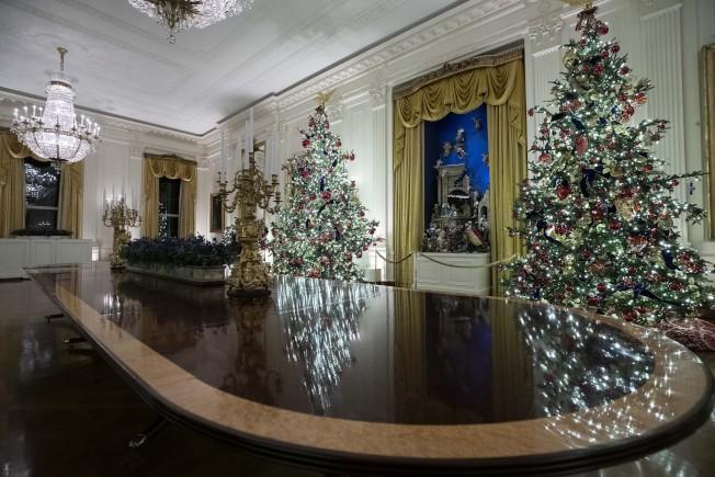 東廂的銀色聖誕樹,別有格調。(美聯社)