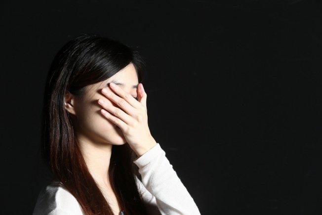 憂鬱症並不只是單純心情不好,而是一個全身性的疾病,患者往往全身都會出現不舒服症狀。(本報資料照片)