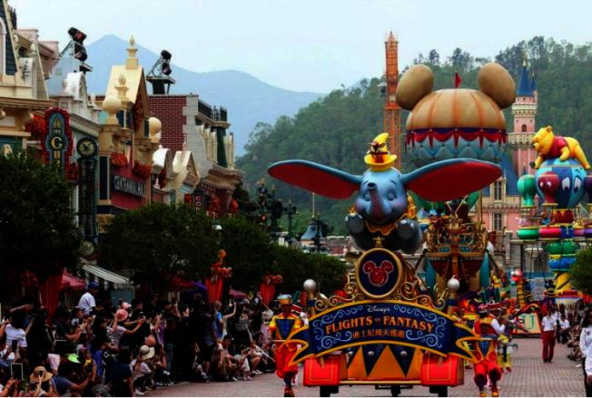 反送中使訪港遊客驟減,香港迪士尼收入大受影響。 (本報資料照片)