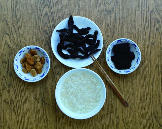 上海人的傳統早餐:泡飯加醬菜。(達文.圖片提供)