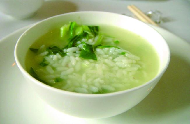 上海家常主食之菜泡飯。(本報系資料照片)
