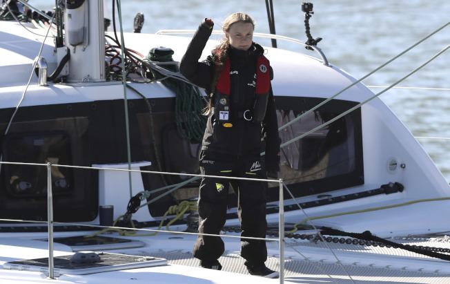瑞典環保少女桑柏格(Greta Thunberg)為參加氣候峰會,從紐約橫渡大西洋,她今天終於抵達里斯本,錯過11月29日的氣候罷工。(美聯社)
