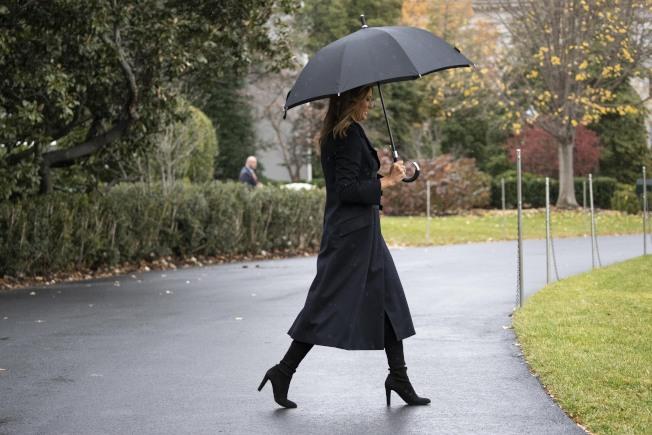 美國第一夫人梅蘭妮亞。3日,關於梅蘭妮亞的新書「自由的梅蘭妮亞外傳」(Free, Melania:The Unauthorized Biography)發行,由CNN記者撰寫。(美聯社)