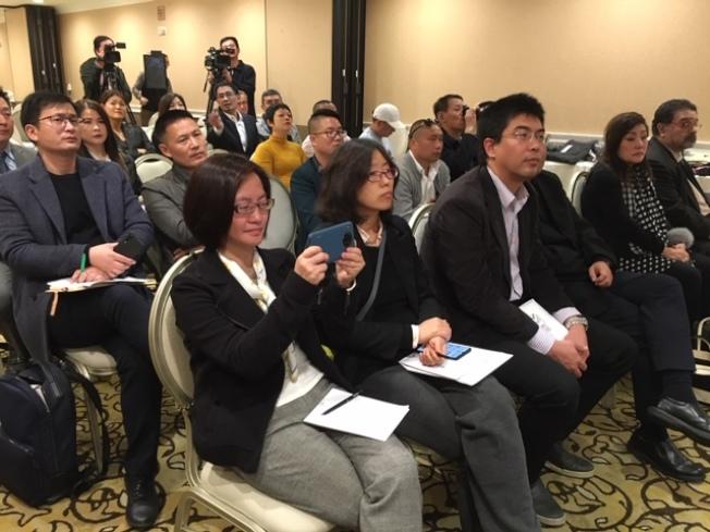 中國中小企業協會、中國品牌國際工作委員會3日率十多家中國特色中小企業來美,期望與美國大中型商超集團無縫對接,縮短中國產品出口美國的中間環節和附庸價格,加強中國產品競爭力。(記者楊青/攝影)