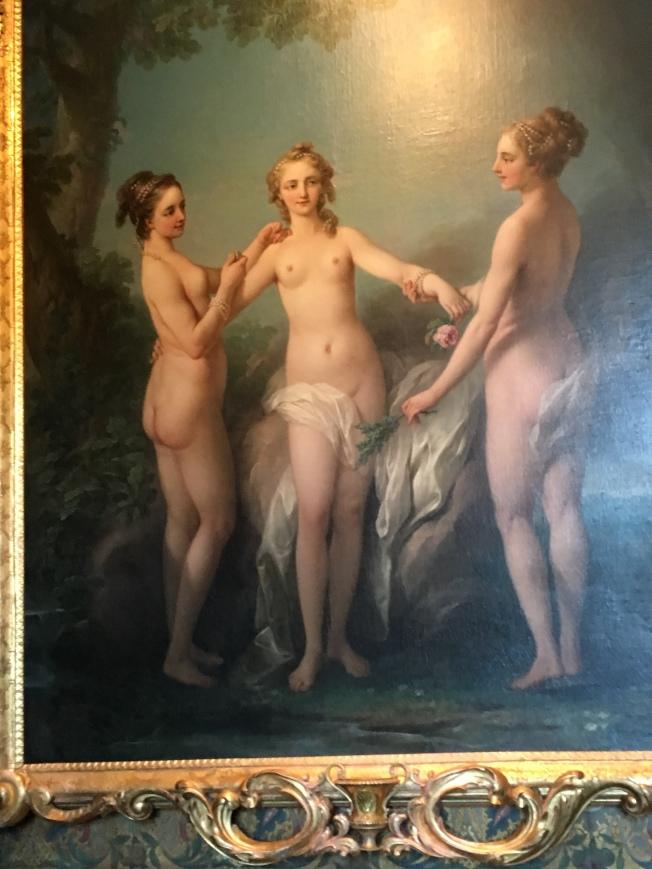 城堡内陳列的三美女油畫。