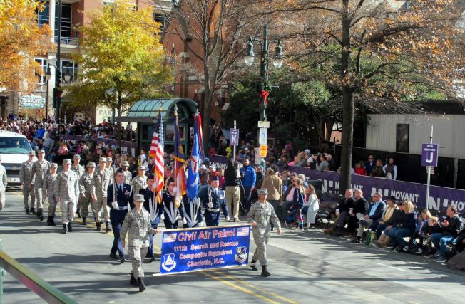 美國軍人也來參加遊行。(記者王政賢/攝影)