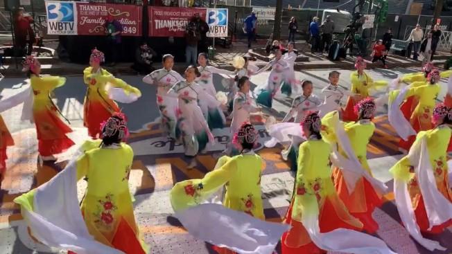 敦煌藝術團和飛天舞蹈學校表演舞蹈「百花爭艷」。(記者王政賢/攝影)
