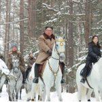 金正恩策馬再登白頭山 暗示送美「耶誕禮物」