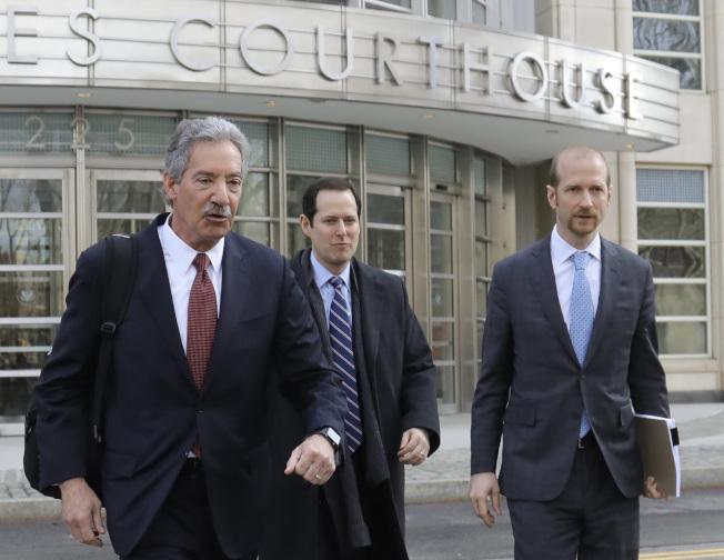 在美國政府控告華為案中擔任華為首席律師的柯爾(左),曾是美國司法部副部長。美聯社