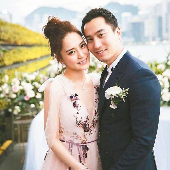 阿嬌(左)與賴弘國結婚一年。(取材自Instagram)