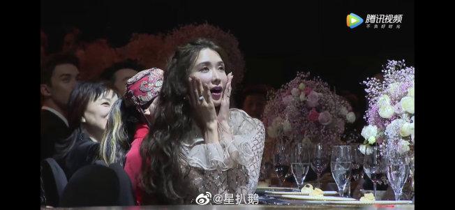林志玲被主持人說「產前」,一臉吃驚。(取材自微博)