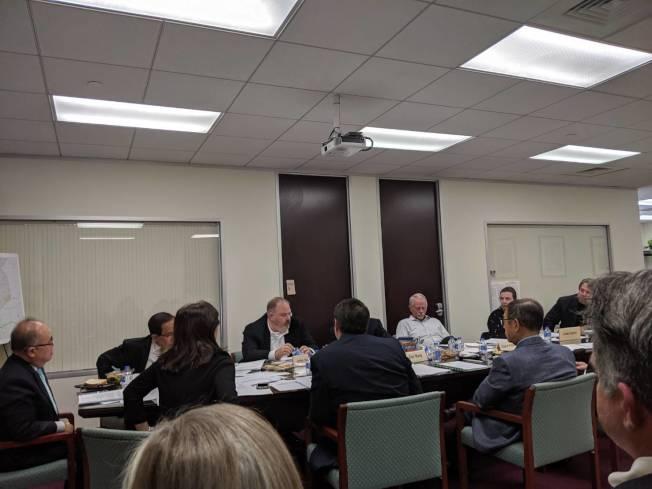 西南管理區於3日會議中討論Club Creek治安改善議題。(記者蕭永群/攝影)