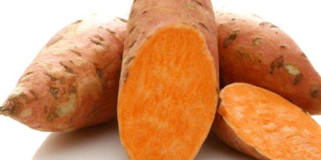 地瓜近幾年獲得消費者青睞,被認為是比一般馬鈴薯更營養且美味的新選擇。(取自推特)
