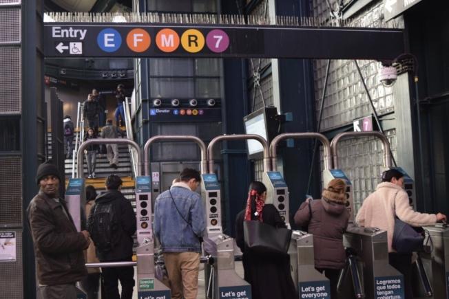 傑克森高地北方大道交80街有多條地鐵線路途經,交通便利。(記者顏潔恩/攝影)