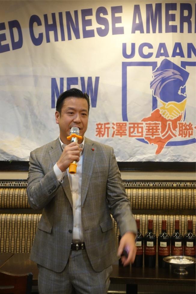 安歌塢崖市議員胡世遠分享競選策略。(記者謝哲澍╱攝影)