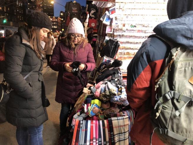 紐約市在12月初迎來入冬第一場雪,但商家認為,華埠經濟早已進入寒冬期。(記者顏嘉瑩/攝影)